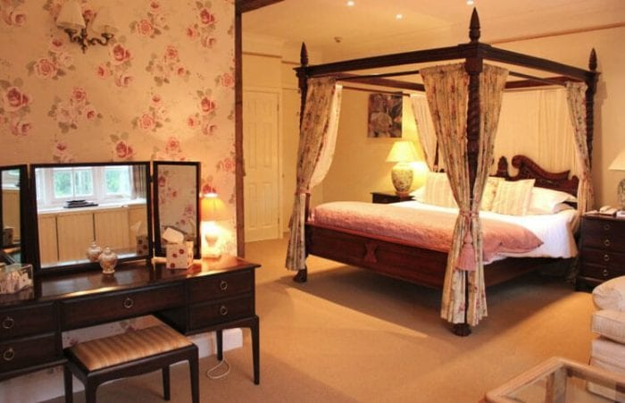 edgemoor hotel luxury room with 4 post bed